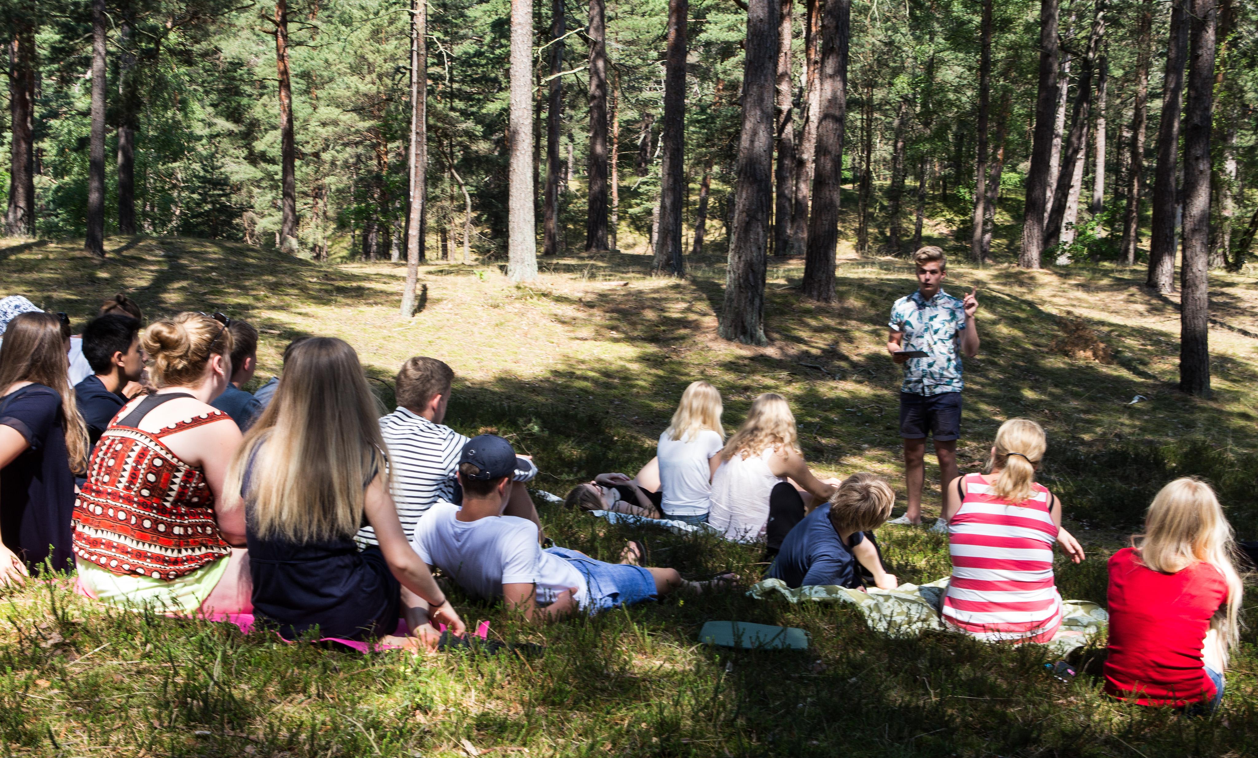 Friluftsgudstjänst i skogen vid Åhusgården